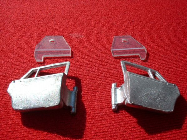 Dinky Toys 158 Rolls-Royce Silver shadow {Left and Right rear doors with glazing}  (Price for set)